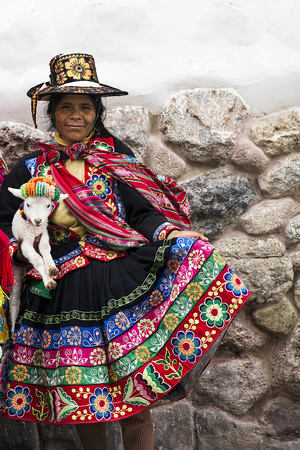 CUSCO, PERU - DECEMBER 31, 2017: Unidentified woman on the street of Cusco, Peru. the Entire city of Cusco was designated a UNESCO World Heritage Site in 1983. 에디토리얼