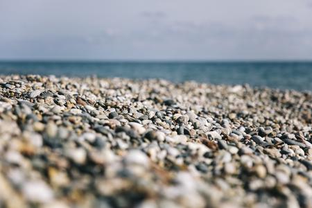 石畳のビーチと海の詳細 写真素材