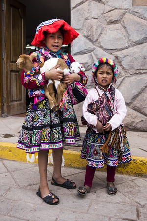 CUSCO, PERU - DECEMBER 31, 2017: Unidentified girls on the street of Cusco, Peru. Almost 29% of Cusco population have less than 14 years. 에디토리얼