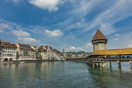 Chapel bridge and Water tower on Reuss river in Lucerne, Switzerland Standard-Bild - 101953373