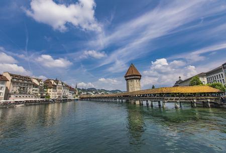 Chapel bridge and Water tower on Reuss river in Lucerne, Switzerland Standard-Bild - 101958220