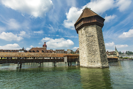 Chapel bridge and Water tower on Reuss river in Lucerne, Switzerland Standard-Bild - 101978213