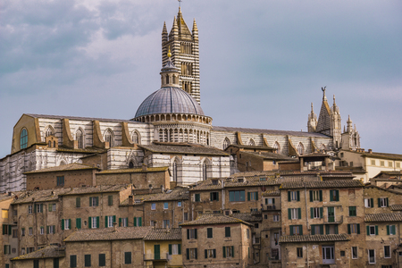 Picturesque view of Siena cathedral by day 免版税图像