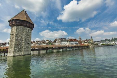 Chapel bridge and Water tower on Reuss river in Lucerne, Switzerland Standard-Bild - 102633547