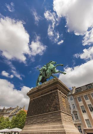 View at city founder Bishop Absalon statue in Copenhagen, Denmark Foto de archivo