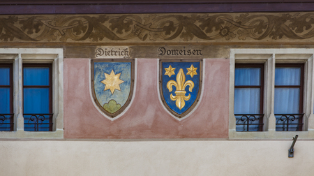 RIPPERSWIL, SWITZERLAND - MAY 18, 2018: Coat of arms at Ripperswil Rathaus in Switzerland. Rathaus is listed as Swiss object of national importance. Archivio Fotografico - 104180794