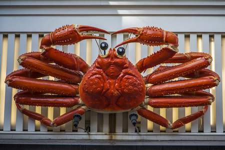 OSAKA, JAPAN - OCTOBER 9, 2016: Kani Doraku mechanical crab at Osaka, Japan. This mechanical billboard in front of the crab restaurant Kani Doraku was built in 1960. 新聞圖片