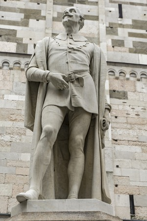 Statue of Italian poet Alessandro Tassoni in Modena, Italy made by Alessandro Cavazza at 1860 版權商用圖片