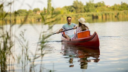 Loving couple rowing on the lake at summer day Stockfoto