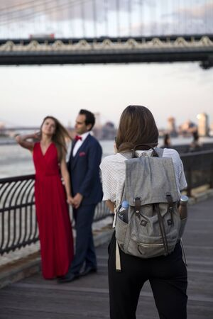 NEW YORK, USA - AUGUST 25, 2017: Unidentified wedding couple at Brooklyn Heights in New York City. Brooklyn Heights is popular wedding photoshooting place. 写真素材 - 129377904