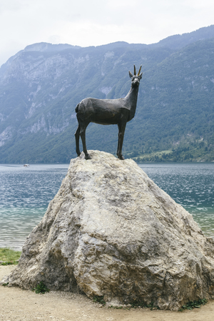 View at goldenhorn statue at Bohinj lake in Slovenia 스톡 콘텐츠