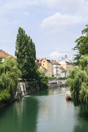 View at Ljubljanica river in Ljubljana, Slovenia Imagens