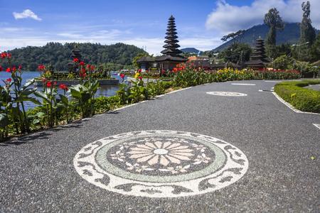 Detail from the Ulun Danu Beratan Temple in Bali, Indonesia Imagens