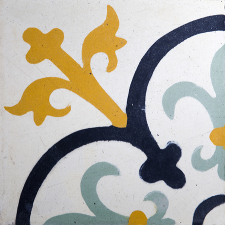 Colorful traditional balinese ceramic tile with geometric shape 版權商用圖片 - 121442398