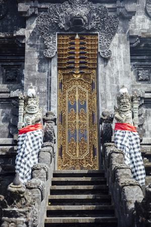 Closeup detail from the Balinese Hindu temple Pura Goa Lawah in Indonesia Imagens