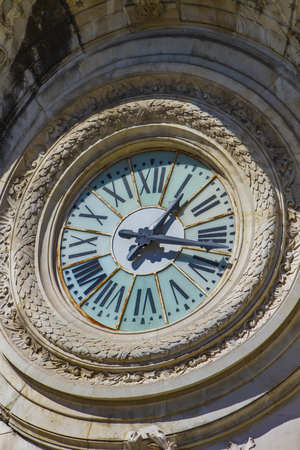 Clock from building of Lycee Alphonse Daudet in Nimes, France 版權商用圖片 - 123329352