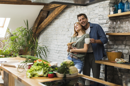 Happy couple eating breakfast together in the rustic kitchen at home Banque d'images - 123952081