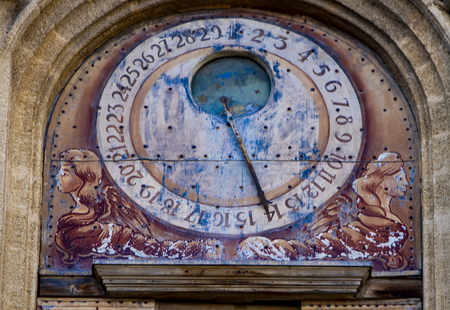 Astronomical clock from 1661 at clocktower of Town Hall of Aix-en-Provence in France Banque d'images - 124400106