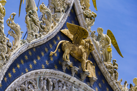 View at Lion of St Mark, symbol of imperial Venice on the Basilica San Marco in Italy Banque d'images - 124568567