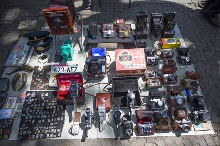 TBILISI, GEORGIA - MAY 3, 2019: Old and antique things on sale at Dry Bridge Market in Tbilisi, Georgia. It is an everyday open-air flea market. Фото со стока - 139683629