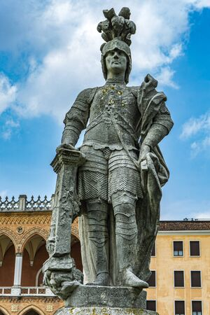 Gerolamo Sarvognan statue at Prato della Valle in Padua, Italy. Statue was made by Francesco Andreosi at 1776. 版權商用圖片
