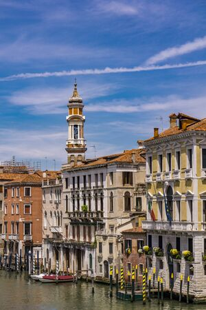 View at narrow channel between colorful historic houses in Venice, Italy 版權商用圖片