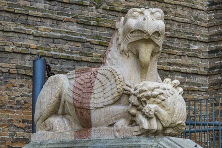 Detail of the griffin at entrance to St. Justina Basilica, Padua, Italy Banque d'images - 126058903