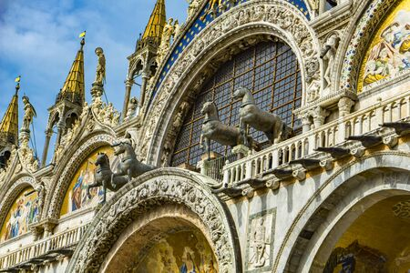 View at bronze horses of Saint Mark on top of the St Mark`s Basilica in Venice, Italy 版權商用圖片