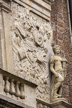 Detail from facade of Loggia del Capitaniato, designed by Andrea Palladio and built at 1572 新聞圖片