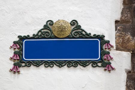 Blank empty blue street sign on a plastered wall with copy space Banco de Imagens