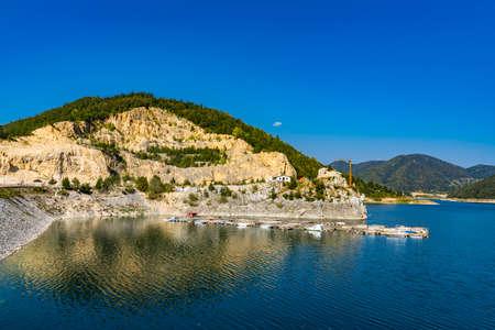 View at Zaovine lake in the Serbia 免版税图像