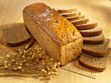 wholemeal: Freshly baked bread on table