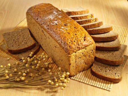 bread loaf: Pane appena sfornato sul tavolo