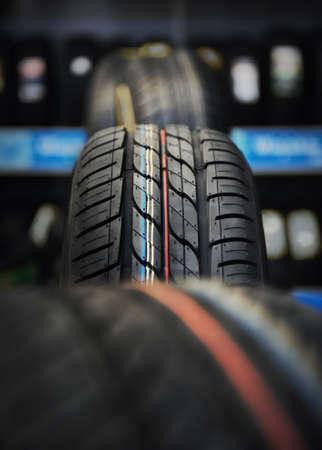 Het loopvlak van de banden in de werkplaats Stockfoto