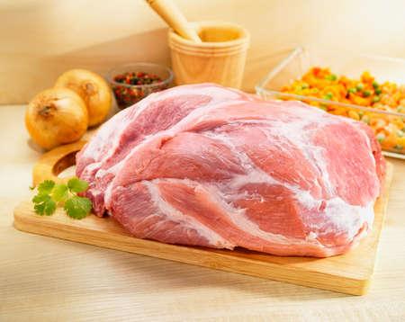 grilled pork: Shoulder liệu Quảng trường Cut trên thớt Kho ảnh