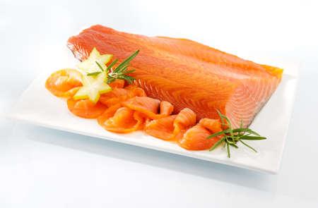 salmon ahumado: Salmón ahumado en un plato