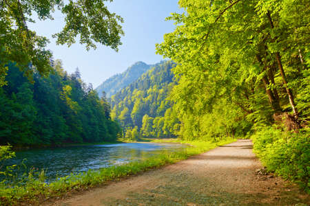 Trail in the Dunajec River Gorge  View from Slovakia  Foto de archivo