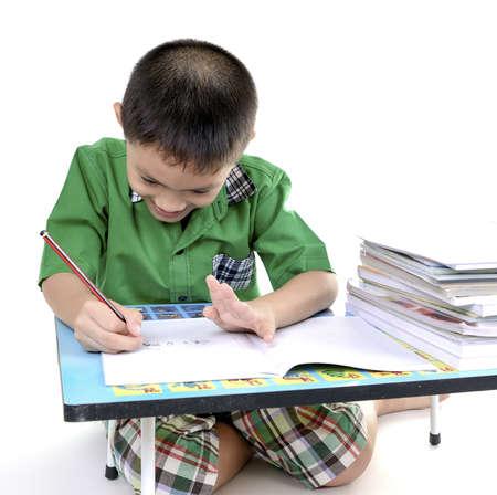 Menino do estudante gosta de fazer li Banco de Imagens