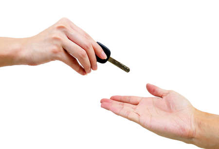 Troca de chaves do carro isolado no fundo branco