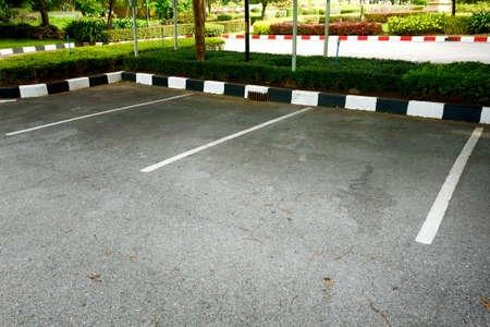 Der leere Raum auf einem Parkplatz Standard-Bild - 22180166