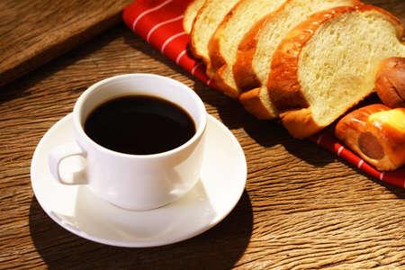 Kaffee und Brot Standard-Bild - 22236147