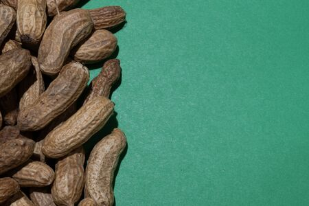 Uncleaned inshell peanuts. Peanuts, for background or textures Stockfoto