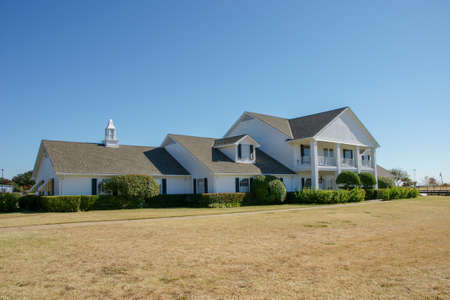 Parker, Texas / United States November 16th 2008: Front view of Southfork ranch house.  The ranch includes the Ewing Mansion, which was the setting for both Dallas television series. 新聞圖片