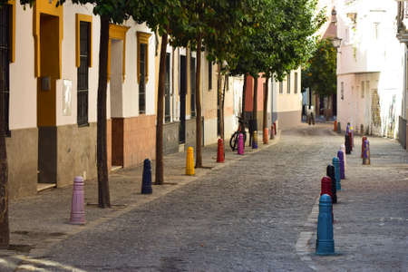 tends: Not only do South-Europe offer cozy and narrow streets decorated with fresh smelling orange trees that gives autumns and winters a new significance. It also tends to illustrate colourful art in simple forms that makes you appreciate details in your everyd