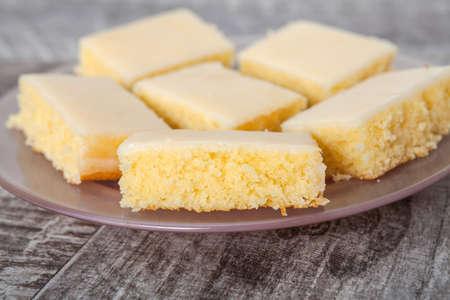 pie de limon: Rebanada de pastel de limón