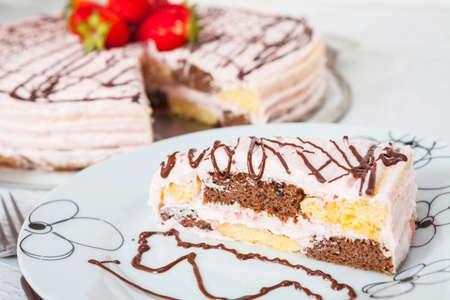 vanilla cake: Strawberry and vanilla cake