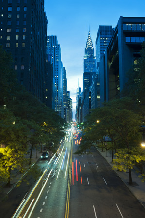 tudor: Traffic at night on 42nd Street Tudor City Overpass New York City Stock Photo