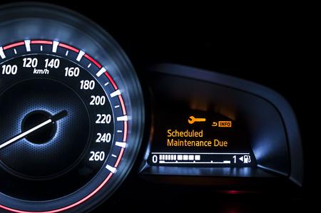 compteur de vitesse: tachymètre de voiture avec affichage de l'information - Maintenance planifiée Due