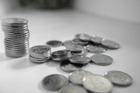 Bankwesen, Finanzen, Geld sparen, Geld, Wirtschaft. Nationale ukrainische Währung Nahaufnahme auf hellem Hintergrund.