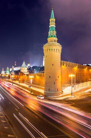 Trazadores cerca de la pared del Kremlin y la Plaza Roja de esta noche